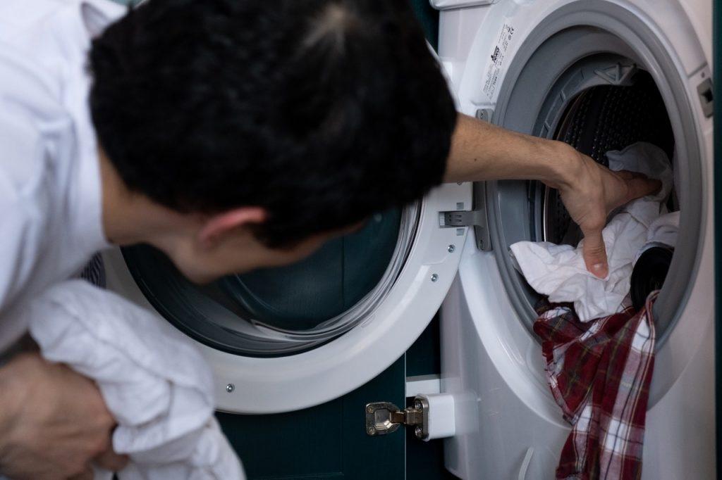 changer-pompe-machine-a-laver-defectueuse